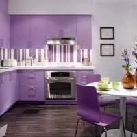 красивый фасад кухни в фиолетовом цвете картинка