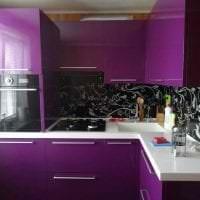 необычный стиль кухни в фиолетовом оттенке фото
