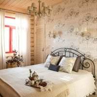 светлый интерьер спальни в стиле кантри картинка