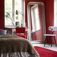 яркий бордовый цвет в стиле спальни картинка