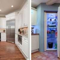 большой холодильник в фасаде кухни в светлом цвете картинка