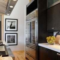 большой холодильник в стиле кухни в стальном цвете картинка