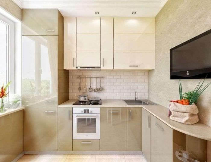 небольшой холодильник в стиле кухни в стальном цвете