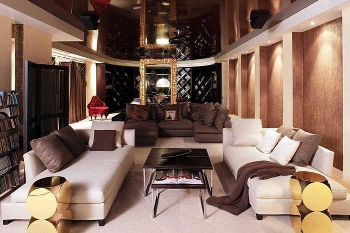 яркий декор гостиной в стиле фьюжн