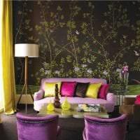 светлый декор гостиной в фиолетовом цвете картинка