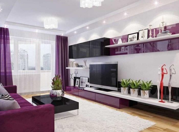 светлый стиль коридора в фиолетовом цвете