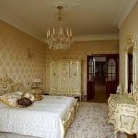 светлый декор гостиной в стиле барокко картинка