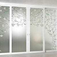 отражающее стекло в дизайне прихожей картинка