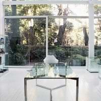 отражающее стекло в интерьере коридора картинка