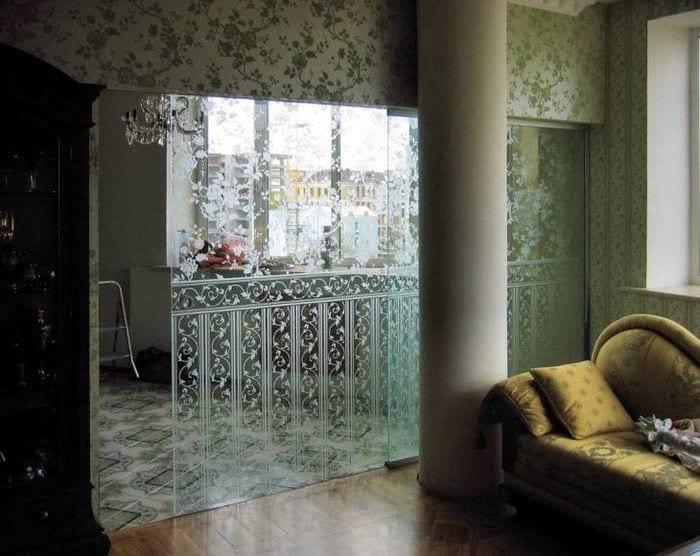 отражающее стекло в дизайне детской