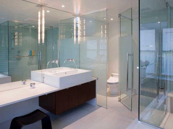 прозрачное стекло в интерьере дома
