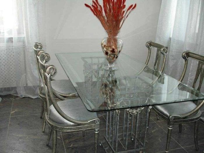 прозрачное стекло в дизайне прихожей