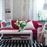 комбинирование красного с другими цветами в дизайне гостиной картинка
