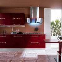 сочетание красного с другими цветами в декоре гостиной картинка