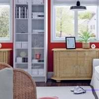 комбинирование красного с другими цветами в дизайне коридора картинка