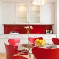 сочетание красного с другими цветами в стиле спальни картинка