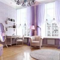 комбинирование сиреневого цвета в дизайне гостиной картинка