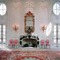 яркий декор коридора в стиле рококо картинка