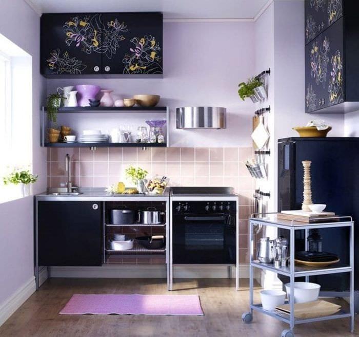 необычный стиль кухни в фиолетовом оттенке