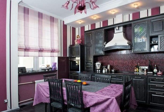 яркий декор кухни в фиолетовом цвете
