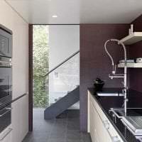 современный декор кухни в фиолетовом цвете картинка
