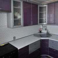 яркий интерьер кухни в фиолетовом цвете фото