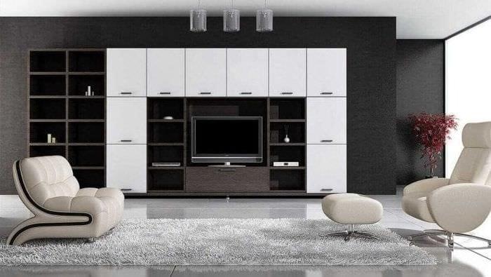яркая белая мебель в дизайне прихожей