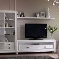 яркая белая мебель в стиле спальни картинка