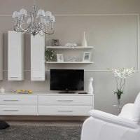 светлая белая мебель в интерьере спальни фото