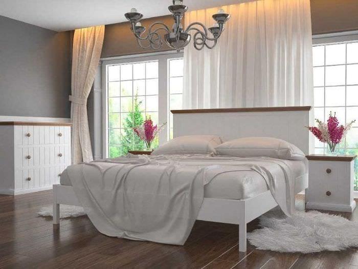 яркая белая мебель в интерьере гостиной