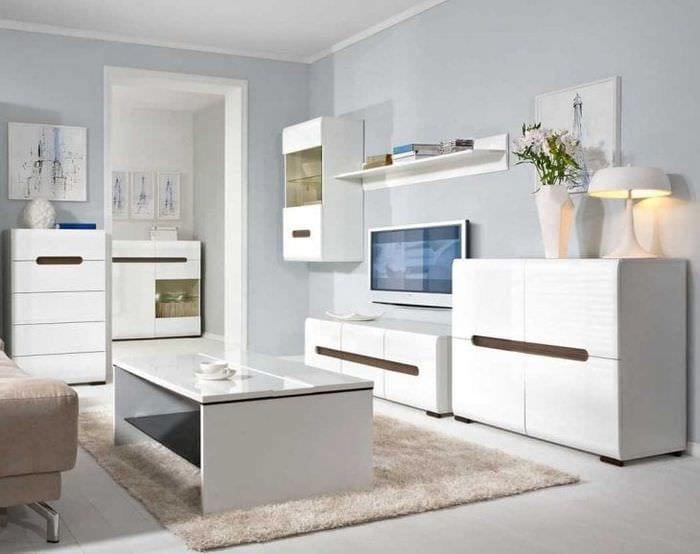 светлая белая мебель в стиле прихожей