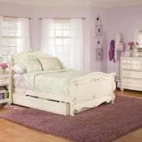 светлая белая мебель в интерьере спальни картинка