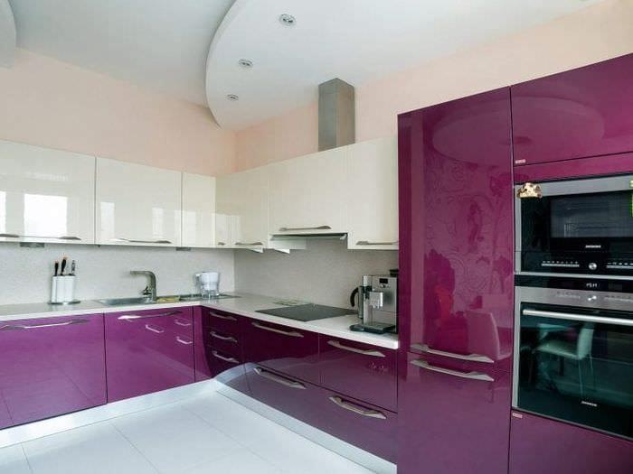необычный декор кухни в фиолетовом оттенке