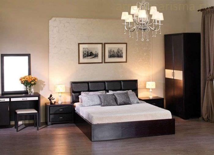 светлый интерьер спальни в цвете венге