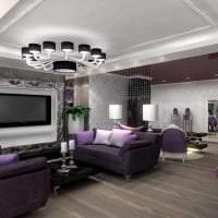 светлый фиолетовый диван в стиле гостиной картинка