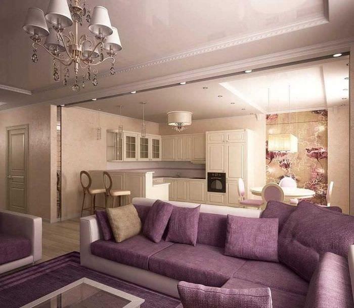 темный фиолетовый диван в дизайне дома