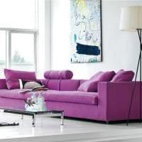 светлый фиолетовый диван в дизайне дома фото