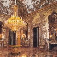 светлый интерьер спальни в стиле рококо картинка