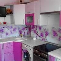 яркий дизайн кухни в фиолетовом цвете фото
