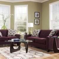 светлый фиолетовый диван в декоре коридора картинка