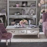 светлый фиолетовый диван в дизайне дома картинка