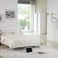яркая белая мебель в интерьере спальни фото