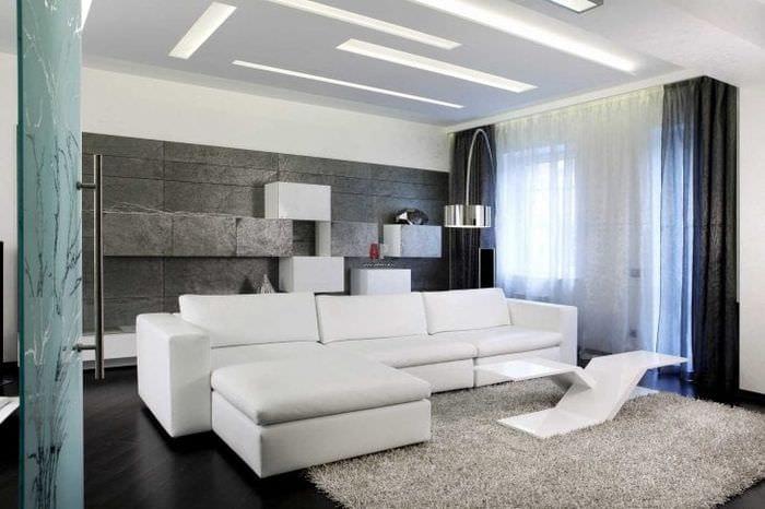 светлая белая мебель в дизайне прихожей