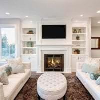 светлая белая мебель в интерьере гостиной фото