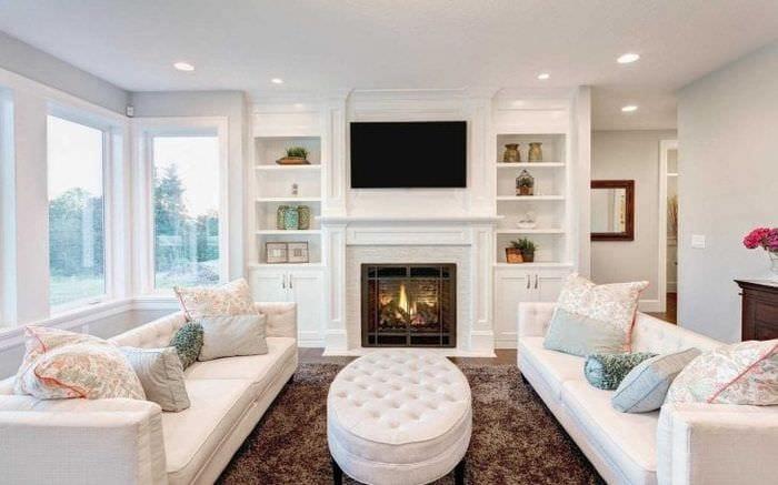 яркая белая мебель в стиле прихожей