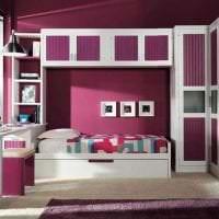 красивый бордовый цвет в дизайне прихожей картинка