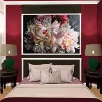 насыщенный бордовый цвет в интерьере спальни картинка