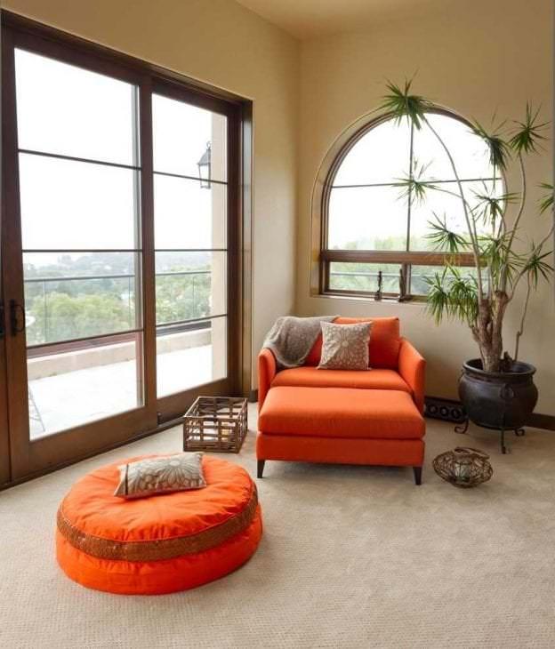 светлый декор гостиной в стиле фьюжн