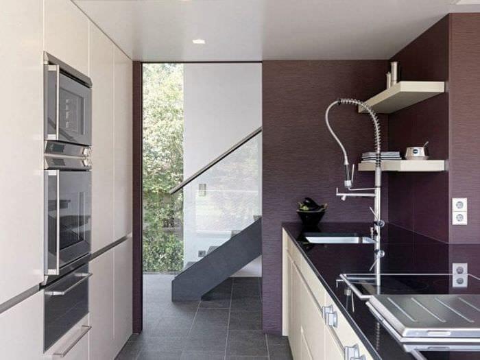 современный декор кухни в фиолетовом оттенке