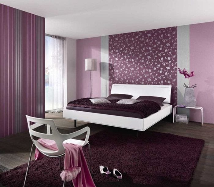 необычный стиль спальни в фиолетовом цвете